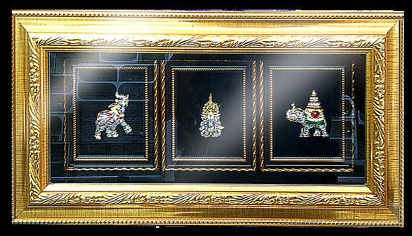 กรอบรูปหลุยส์ประดับเข็มกลัดลายไทยลายช้างเอราวัณเหมาะสำหรับเป็นของที่ระลึก ของชำร่วย และเป็นของใช้สำหรับตกแต่งบ้าน