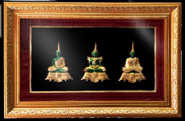 กรอบรูปหลุยส์ประดับเข็มกลัดลายไทยลายพระแก้วมรกตสามฤดู เหมาะสำหรับเป็นของที่ระลึก ของชำร่วย และเป็นของใช้สำหรับตกแต่งบ้าน