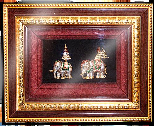 กรอบรูปหลุยส์ผ้าไหมลายไทยลายช้างเหมาะสำหรับเป็นของที่ระลึก ของชำร่วย และเป็นของใช้สำหรับตกแต่งบ้าน