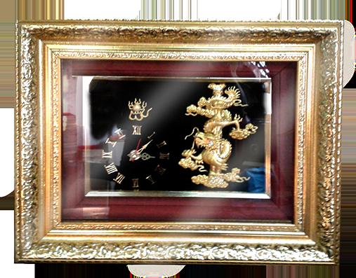 กรอบรูปหลุยส์ผ้าไหมนาฬิกาลายไทยลายมังกรทองเหมาะสำหรับเป็นของที่ระลึก ของชำร่วย และเป็นของใช้สำหรับตกแต่งบ้าน