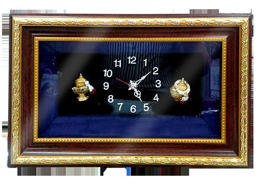 กรอบรูปหลุยส์ผ้าไหมลายไทยนาฬิกาลายพานพุ่มเหมาะสำหรับเป็นของที่ระลึก ของชำร่วย และเป็นของใช้สำหรับตกแต่งบ้าน