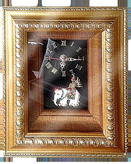 กรอบรูปหลุยส์ผ้าไหมนาฬิกาลายไทยลายช้างเผือกเหมาะสำหรับเป็นของที่ระลึก ของชำร่วย และเป็นของใช้สำหรับตกแต่งบ้าน