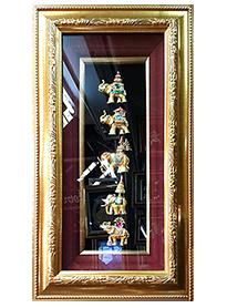 กรอบรูปหลุยส์ผ้าไหมลายไทยช้างทรงเครื่องต่าง ๆเหมาะสำหรับเป็นของที่ระลึก ของชำร่วย และเป็นของใช้สำหรับตกแต่งบ้าน