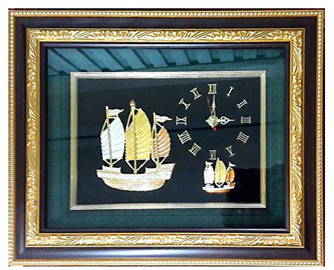 กรอบรูปหลุยส์ผ้าไหมลายไทยนาฬิกาเข็มกลัดลายเรือสำเภาเหมาะสำหรับเป็นของที่ระลึก ของชำร่วย และเป็นของใช้สำหรับตกแต่งบ้าน