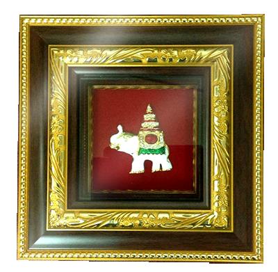 กรอบรูปหลุยส์ผ้าไหมลายไทยลายช้างเผือกเหมาะสำหรับเป็นของที่ระลึก ของชำร่วย และเป็นของใช้สำหรับตกแต่งบ้าน
