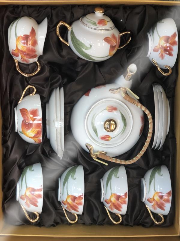 ชุดน้ำชาเซรามิคจากประเทศจีน 13
