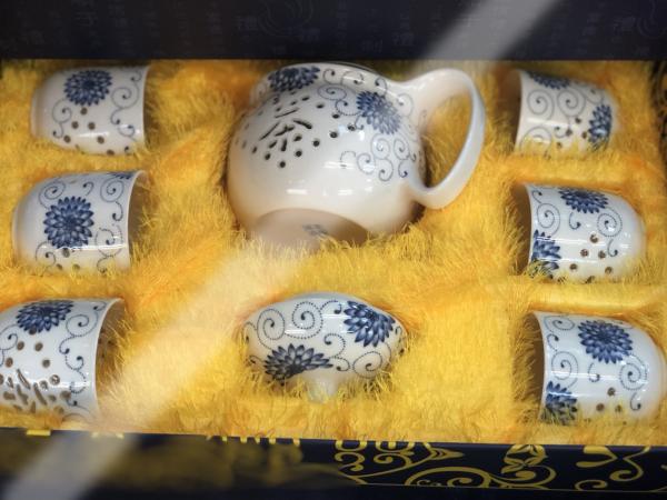 ชุดน้ำชาเซรามิคจากประเทศจีน 4